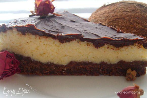 Для шоколадного слоя растопить шоколад и масло и нанести на готовый пирог равномерным слоем. Поставить в холодильник для застывания ганаша. Перед подачей рекомендую достать из холодильника минут за 20. Приятного чаепития :)