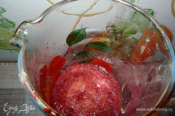Все ингредиенты выливаем в кувшин (1,5 литра) и тщательно перемешиваем.