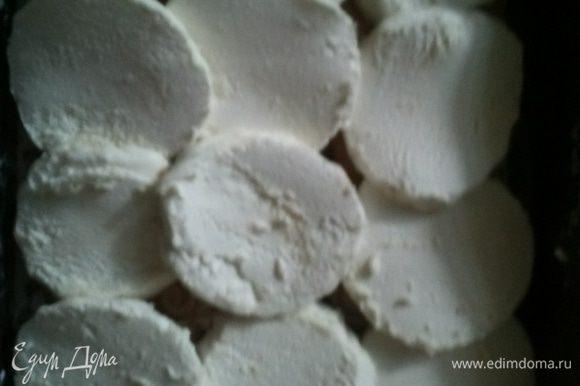 Далее слой зефира и снова печенья