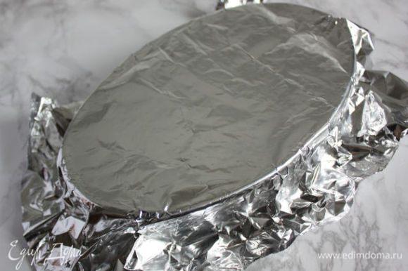 Накройте фольгой и поставьте в разогретую до 85*С духовку. Оставьте там на 10 часов, а в идеале на 12 ч. Да-да, именно так. При постоянной невысокой температуре мельчайшие шарики жира будут подниматься вверх, не сливаясь друг с другом, но формируя густую массу.