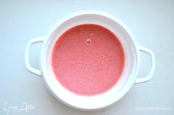 -Листовой желатин замочить в холодной воде на 10 мин. От измельченной в блендере йогуртовой смеси отделить около 70 г и добавить в нее желатин, поставить на огонь, прогреть, помешивая, до полного растворения желатина
