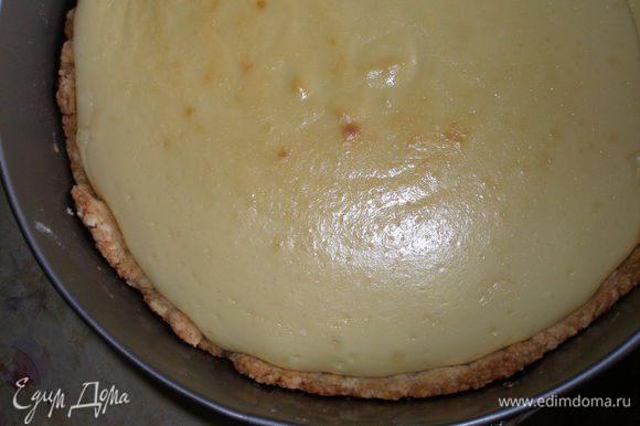 Выпекать пирог при температуре 180 градусов 45 минут.