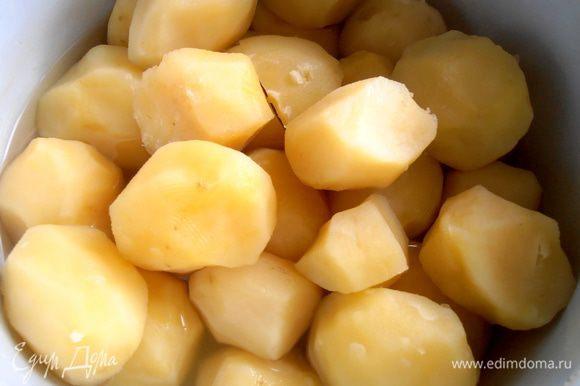 Картофель отвариваем (у меня остался от пончиков)...