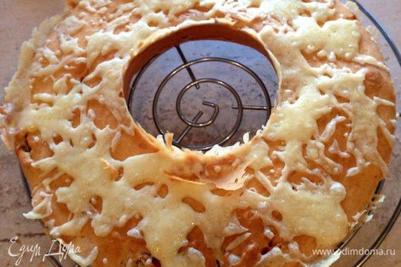 И с удовольствием пробуем! Он идеален и как закуска, и вместо хлеба, да и вообще идеален для любителей несладких кексов!)))