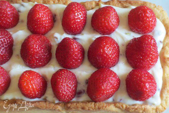 ....затем ягоды и украсить листочками мяты. Охладить в холодильнике 2 часа.