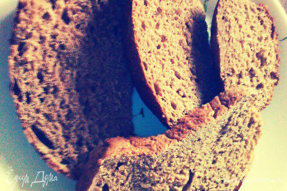 Хлеб нарезать крупными ломтями.