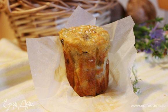 Тёплые кексы больше напоминают пудинг, а а охлаждённые хорошо хранятся при комнатной температуре. Приятного аппетита!