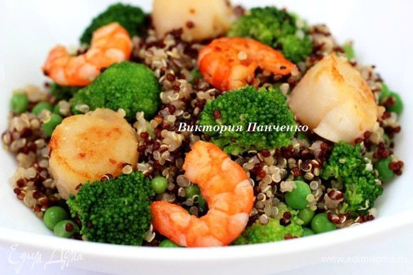 Соединить киноа, морепродукты и овощи, заправить маслом, соевым соусом и соком лайма. Перемешать и подавать салат теплым...