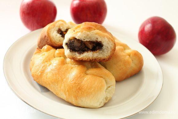 А еще я пекла вот такие пирожки с маком и яблоком,угощайтесь!