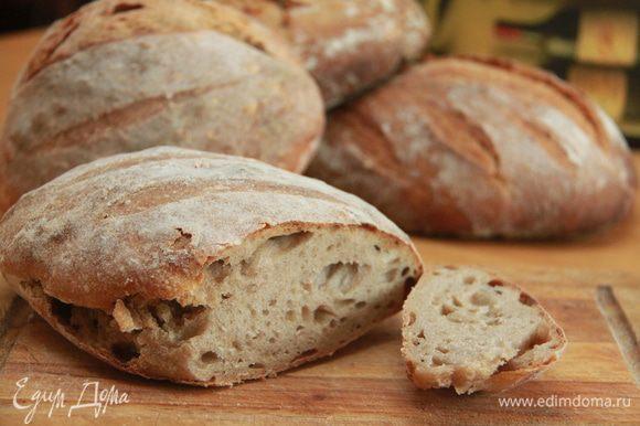 Если вы напекли много хлеба и съесть свежим его не получается, можно нарезать батон на ломти и заморозить в пищевом пакете, плотно завязав его. По мере надобности достаёте хлеб и в пакете ставите в микроволновку на разморозку (см.по весу и по функциям). И всё - свежий хлеб, как будто из печи, готов! Приятного аппетита!