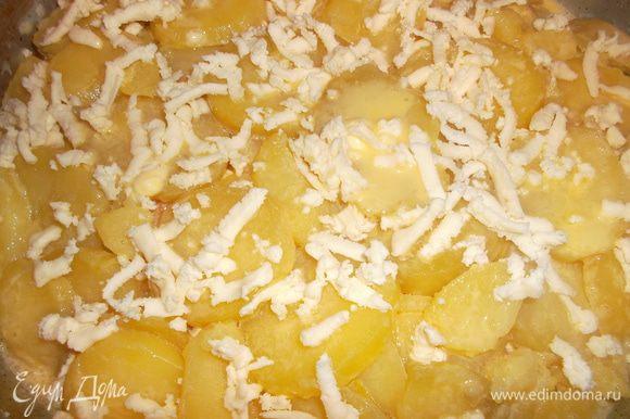 Заливаем нашу запеканку яйцами и посыпаем оставшейся брынзой. Ставим в духовку на 180 гр на 25-35 минут...