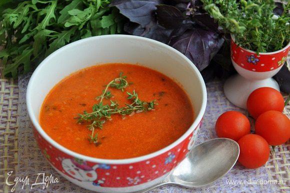 Затем перелить все обратно в кастрюльку и добавить бульона, и варить 7-10 минут, При подаче сбрызнуть оливковым маслом.