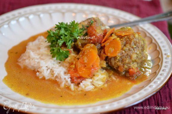 Убрать палочки корицы, посолить и поперчить. Подаем с кускусом или рисом, по желанию. Приятного аппетита.