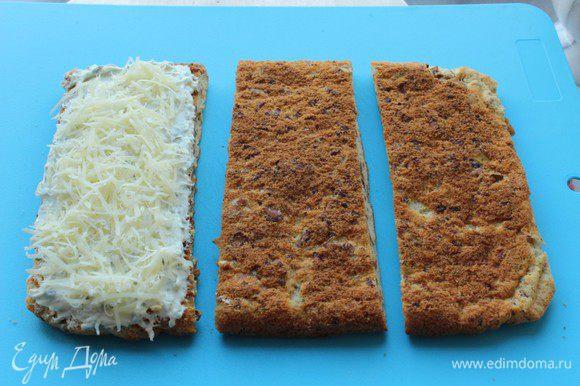 Сверху посыпать натертым на мелкой терке сыром Джюгас.