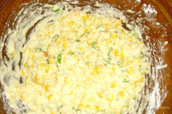 Разогреть духовку до 180С. Приготовить формочки для маффинов. Перемешать все ингредиенты.
