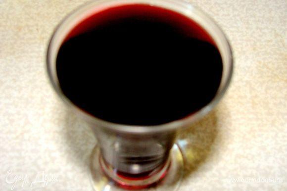 Влить вино, закрыть крышкои и протушить минут 10.