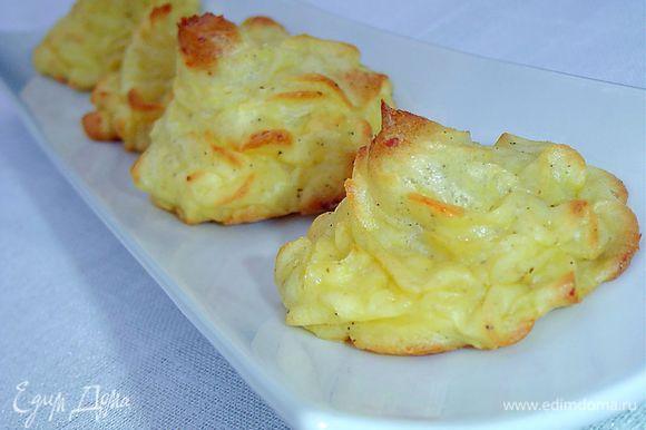 Подавать как гарнир или как самостоятельное блюдо. Будьте уверены, что ваши гости по достоинству оценят такую картошечку! Приятного аппетита!