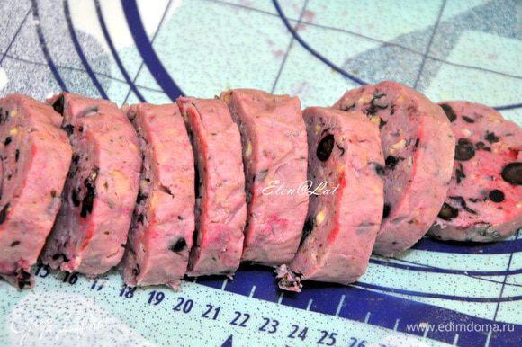 Нарезать «колбаску» кружочками толщиной 5 мм.