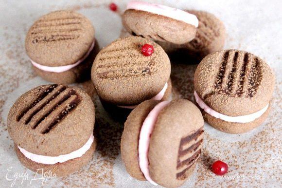 Готовое печенье остудить в холодильнике в течение 20-30 минут. Приятного чаепития!