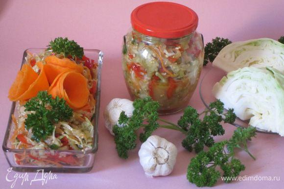 Затем овощную смесь разложить по баночкам. Стерилизовать 750-граммовые баночки 20-25 минут. Закатать.