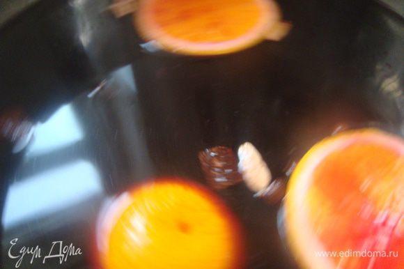 Дать настояться час, можно под крышкой, я остужала просто. Позже отжать в вино апельсин, массу всю процедить в графин.