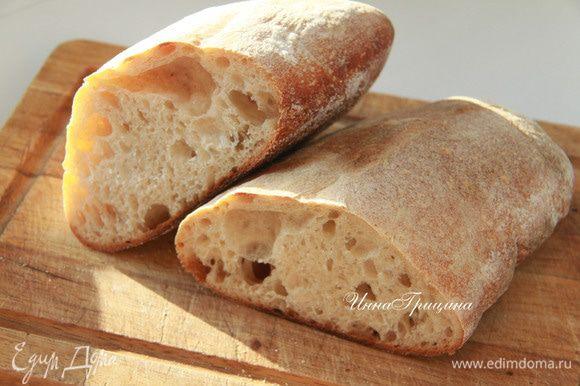 Понадобится багет. Советую взять багет домашнего приготовления. Я пекла по рецепту Ришара Бертине. Вообще, этот хлеб любимый в нашей семье, он действительно вкусный, хочется его есть и есть!
