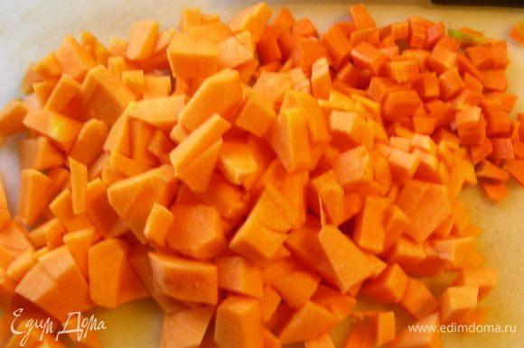 Все овощи режем кубиком. Тыкву и морковь.