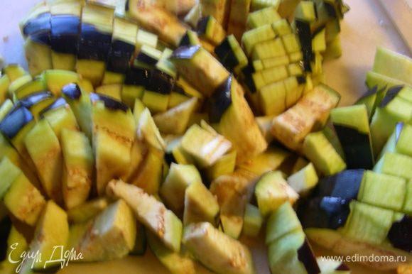 Баклажаны (если они горчат, то их можно посолить, оставить на некоторое время, а затем промыть водой).