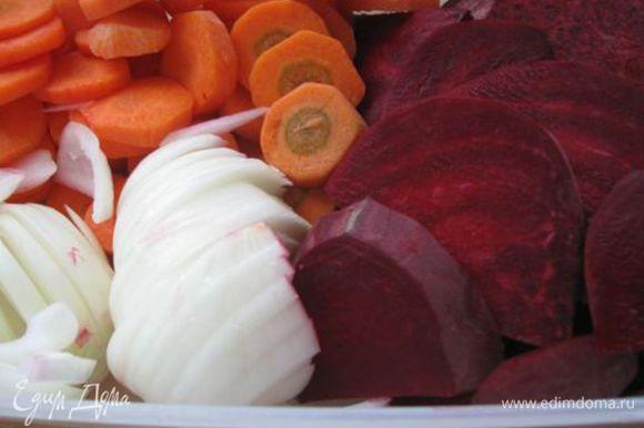 Овощи нарезать кружками.
