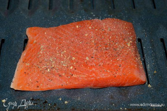 Выложить рыбу на противень,посолить и поперчить. Готовим на гриле или в духовке на 200 гр. 10 мин. или до готовности рыбки.