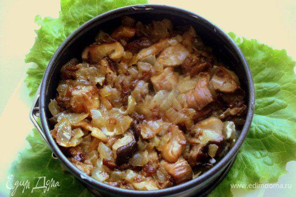 4 слой – жаренные грибы с луком.