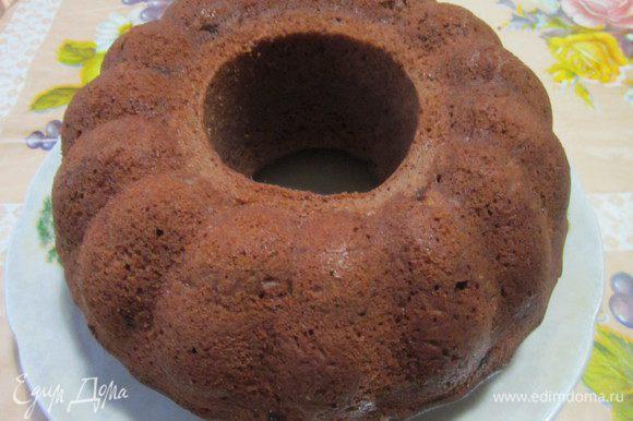 Готовый кекс полить глазурью. Приятного аппетита!