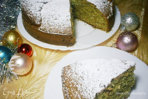 Остывший пирог освободить от формы и обильно посыпать сахарной пудрой. И вот настал долгожданный момент: ароматная василопита готова к дегустации. Заварите чашечку крепкого чая и наслаждайтесь бесподобным, влажным, мягким и вкусным пирогом. Хорошего вам настроения и приятного чаепития!!!