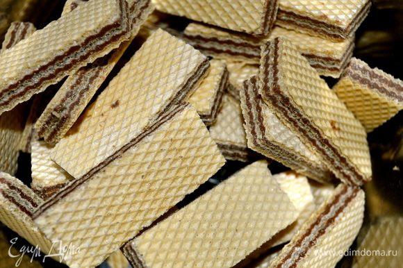 Берем вафли. Фактически, это самые обыкновенные вафли с классическим шоколадно-ореховым вкусом... )))