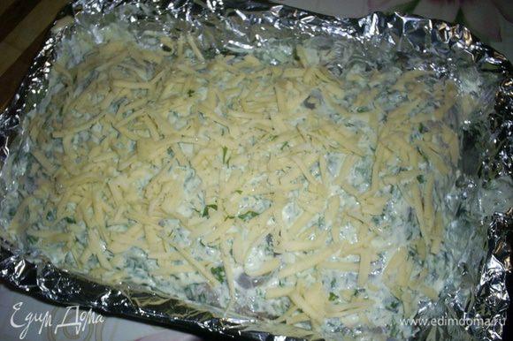 Посыпаем все тертым сыром и отправляем в разогретую до 200 градусов духовку. Запекаем примерно полчаса. Форму с готовым блюдом достать из духовки, затянуть фольгой и дать постоять 15 минут.