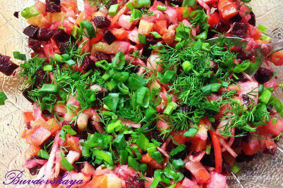 Переложить овощи и курицу в глубокий салатник, добавить капусту и нарезанную зелень. Полить заправкой, перемешать. При необходимости посолить и поперчить, украсить клюквой. ENJOY !