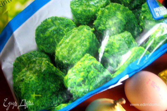 Заранее достаём шпинат... Я купила вот в таких мини-брикетиках, каждый по 25 грамм.