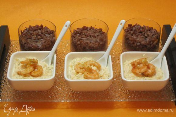 Выложить красный рис в тарелочки. Отдельно подать креветочный крем. Украсить креветками. Я оформила блюдо в японском стиле.