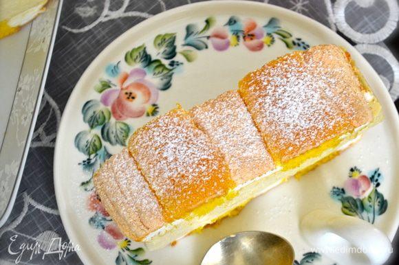 КСТАТИ, эти пирожные превосходно подходят для глубокого охлаждения (заморозки). Нарезанные пирожные заверните в фольгу и заморозьте в морозилке. По мере необходимости просто доставать и размораживать их. Хранить таким образом не более 2 недель. )))))