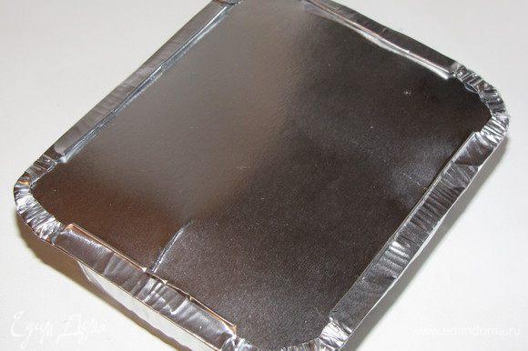 Закрыть фольгой. У меня к одноразовым формочкам прилагались крышки. Формы можно использовать любые - керамические, силиконовые или металлические объемом примерно 700-800 мл.