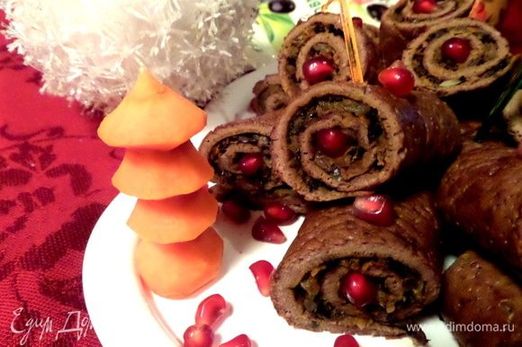 Ёлочку я вырезала из сырой морковки))))
