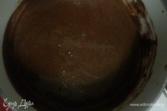 Сметана была маложирная, поэтому и крем получился жидковат, я решила добавить в оставшийся крем какао и проварить до загустения.
