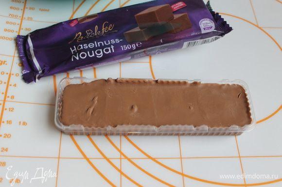 Для начинки нам понадобится такая шоколадная нуга. Специально сделала фото, не знаю есть ли она в России, но можно ее заменить на молочный шоколад или Нутеллу.