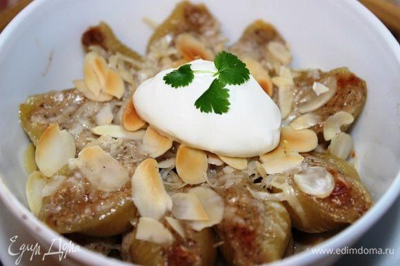 Подавать горячими с добавлением густых сливок. Получается очень сочно, ароматно и вкусно. Приятного аппетита!!!