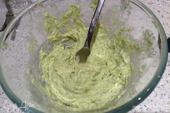 Соус. Взять 2 ст. л. чесночных стрелок (обжаренных), 1 ст. л. орехов, 1 ст. л. сыра, 3 ст. л. масла. Все измельчить в блендере.