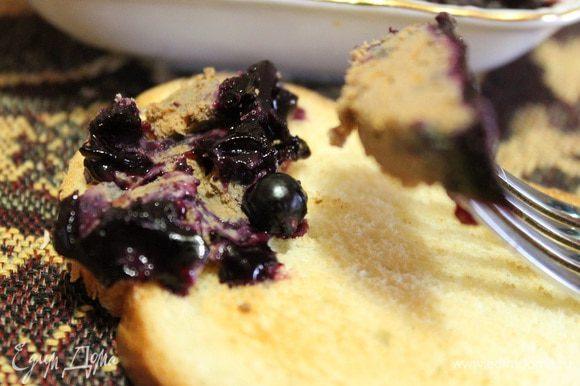 А утром подсушиваем кусочек хлеба в тостере, намазываем паштет и наслаждаемся нежным, ароматным, сладковатым вкусом. Приятного аппетита!)