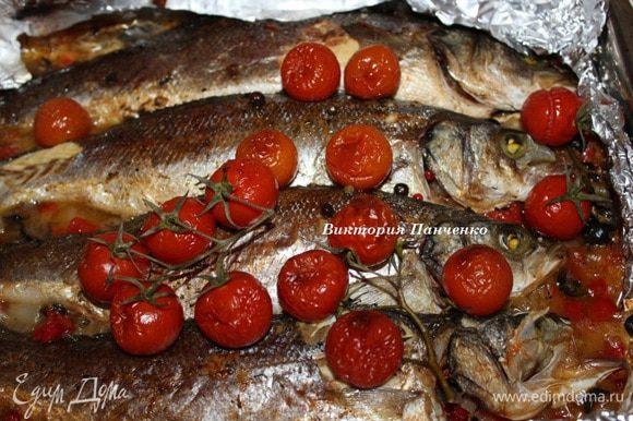 Готовую рыбу сбрызгнуть соком лайма и сразу же подавать...