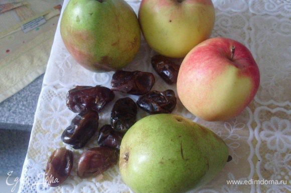 Выбрать вкусные, ароматные яблоки и груши. Очистить финики от косточек.