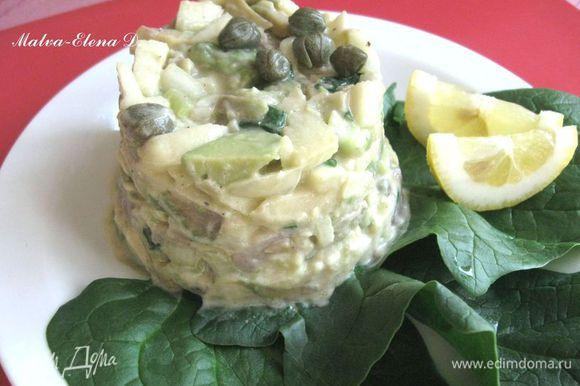 Блюдо украсить листиками шпината, дольками лимона.