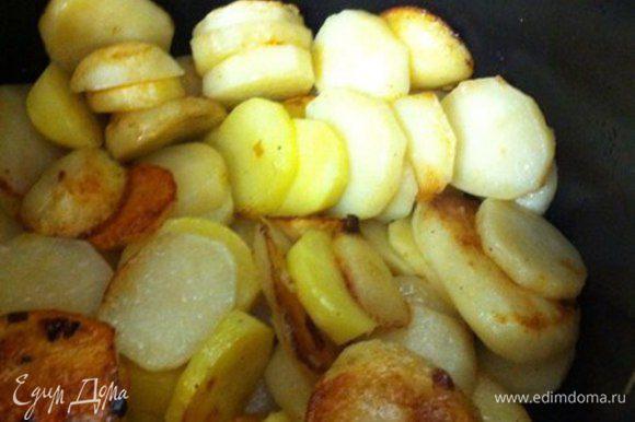 """В режиме """"поджарить"""" готовим картофель около 10 минут, можно перемешать, что бы золотистый цвет появился на многих кусочках."""